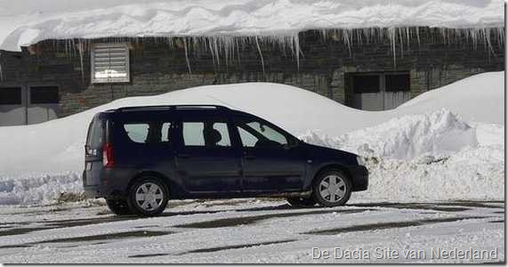 Dacia in de sneeuw 01