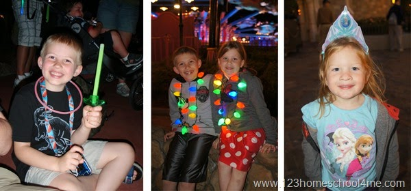 glow sticks help families stay to gether at Disney World at Night and give kids a night light