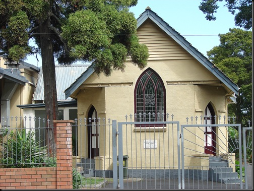 pulelaa-small-church