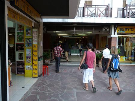 Cazare ieftina Bangkok: intrare hotel Rambuttri Village Inn
