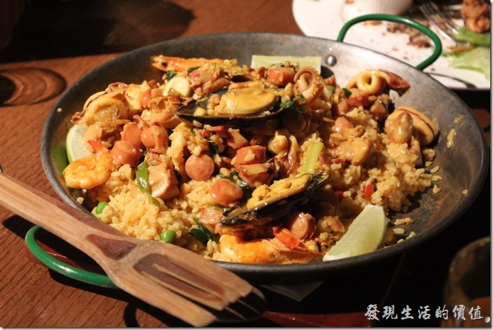 台北-美麗華金色三麥。生日套餐,西班牙海鮮燉飯(四人份)。這個燉飯好吃。