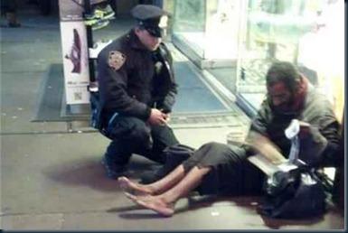caridade_policial_morador de rua