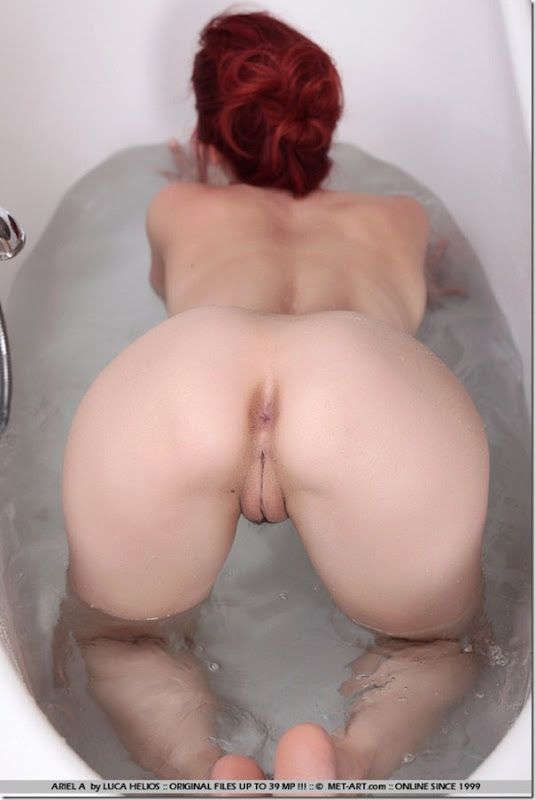 Sweet Redhead Beauty Takes Shower