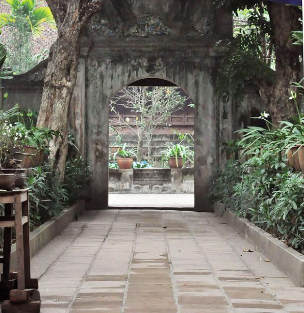 Lối vào chùa Mía