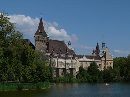 Spa Budapesta: Copia palatului Huniazilor Budapesta