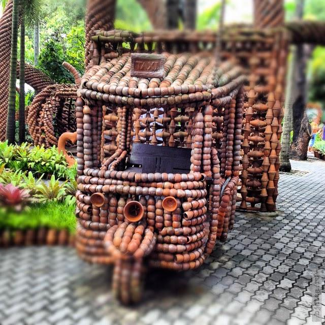 2012. Nong Nooch. Thailand. Pattaya. Очередной горшочный транспорт. Перекликается с коллекцией машин сына мадам Нонг Нуч.