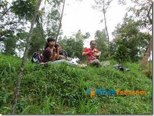 Makan di Hutan_03