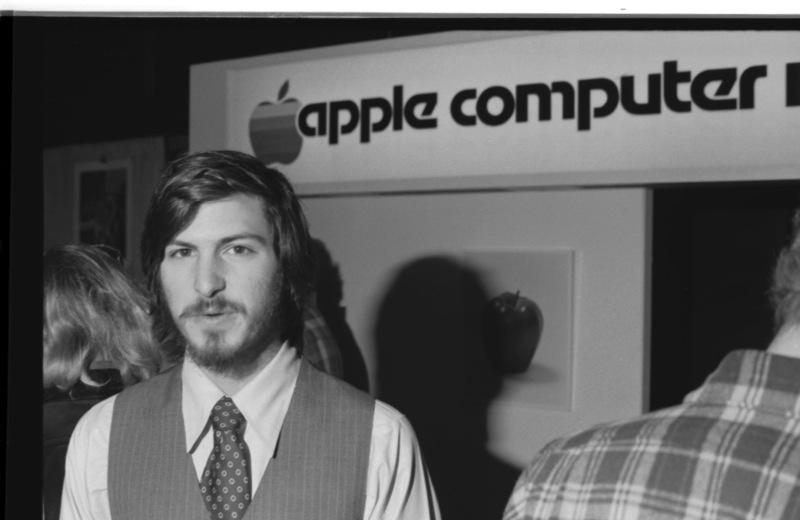 O STEVE JOBS 1977 facebook