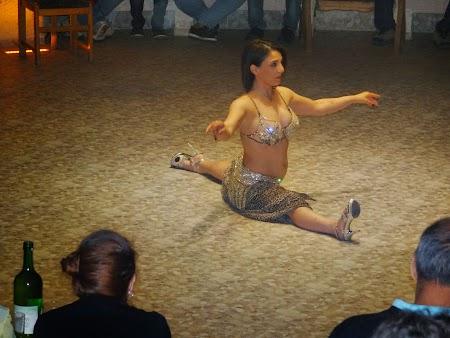 54. Dansatoare in spagat.JPG