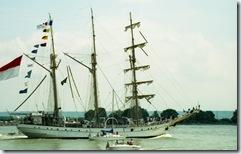 2003.07.03-161.23 voilier De Waruci sur la Seine