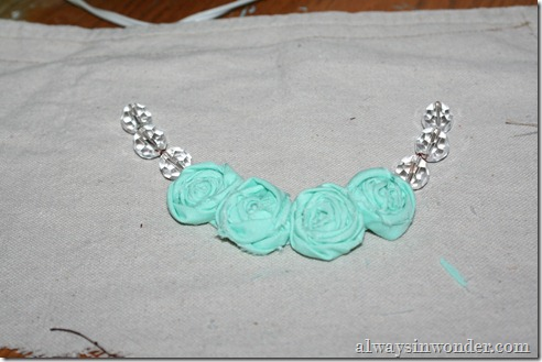 how_to_make_rose_necklace_with_fabric (20)