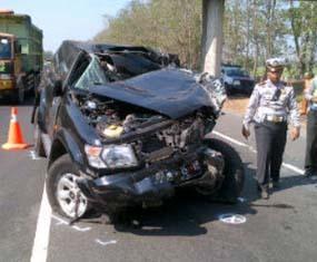 kecelakaan-anggota-dpr-pdip-di-tol-porong-jatim