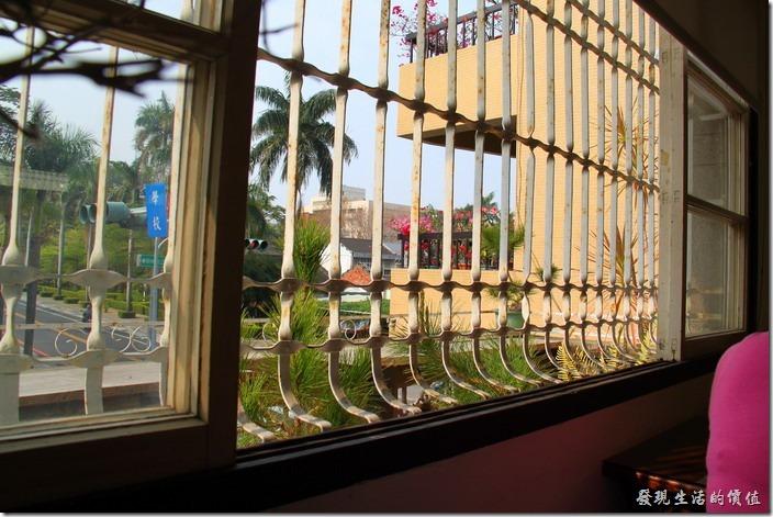 台南-鹿角枝老房子咖啡。鹿角枝二樓的陽台。