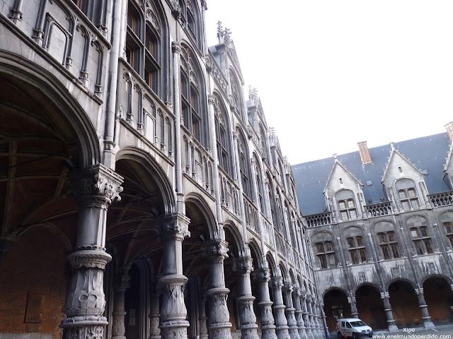 patio-de-honor-del-palacio-principe-obispos-de-lieja..JPG