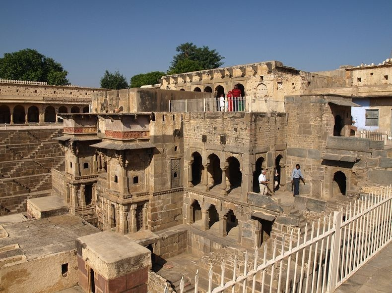 chand-baori-13