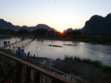 Imagini Laos: apus de soare in Vang Vieng