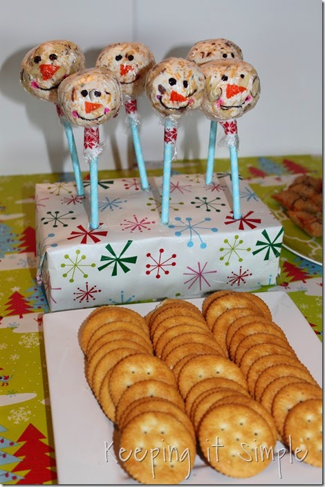 Holiday food- Snowman Cheese Ball (4)