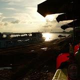 A Vientiane, les restos trendy sont au bord du fleuve. Admirez le coucher de soleil !
