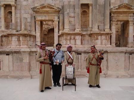 15. Cantareti beduini Jerash.JPG