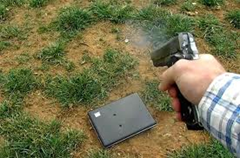 Dad shoots laptop