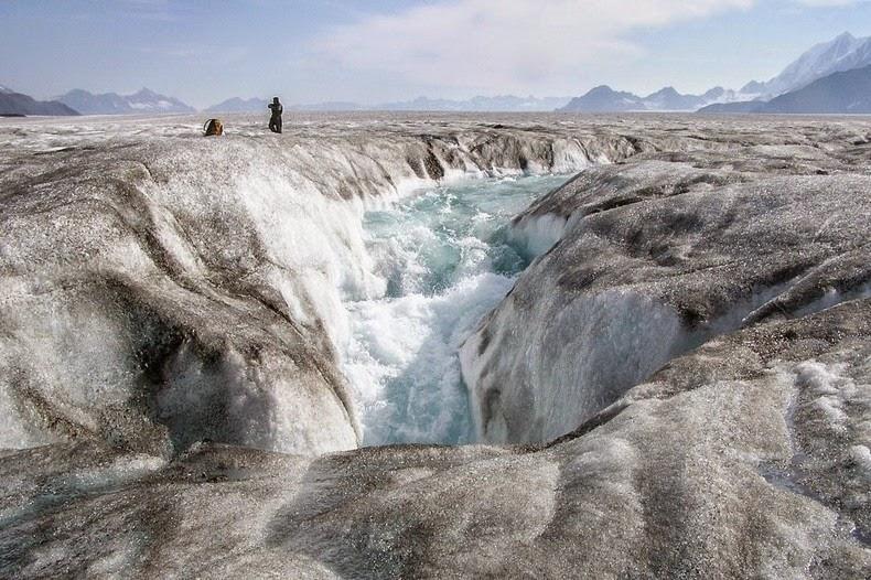 moulin-glacier-2