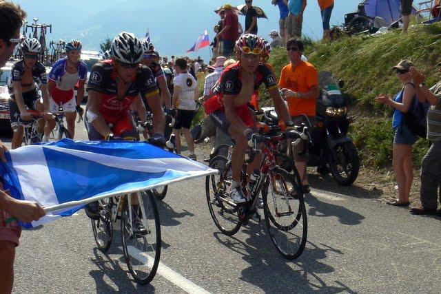Armstrong med Chris Anker på hjul