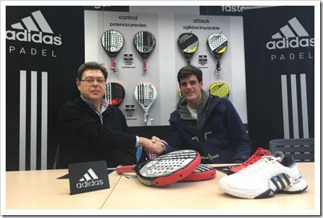 Javier Concepción y José Luis Sicre sellando el contrato del judador para las próximas 3 termporadas