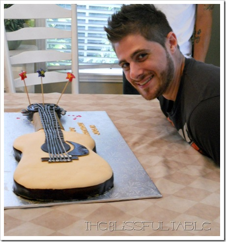 acoustic guitar cake 020a