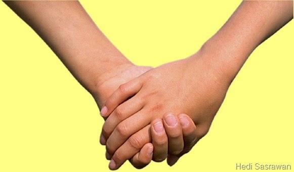 Tangan Cowok di Atas Cewek
