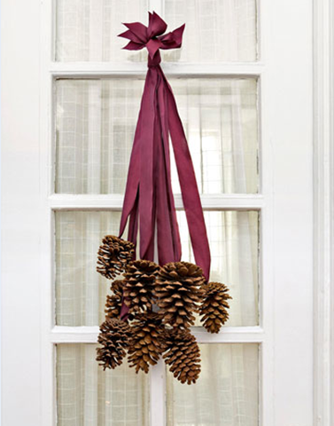 pine cone door decor via sweet paul