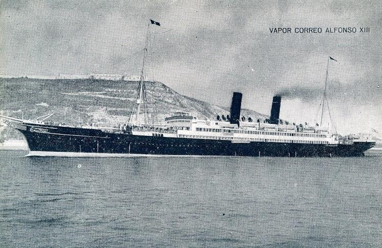 15-El viejo ALFONSO XIII saliendo de Barcelona. POSTAL..JPG