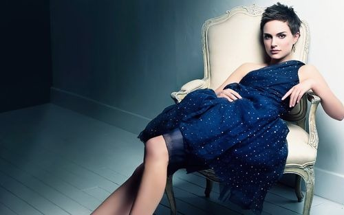 shorthaired-natalie-portman-lying-in-a-chair