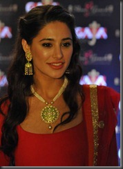 nargis-fakhri-beautiful-pos