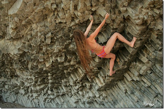 girls-rock-climbing-14
