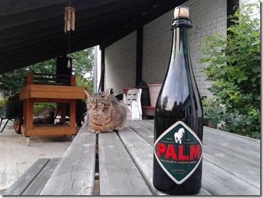 PALMビールの大瓶とスクービー