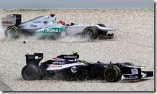 Schumacher e Senna finiscono nella ghiaia