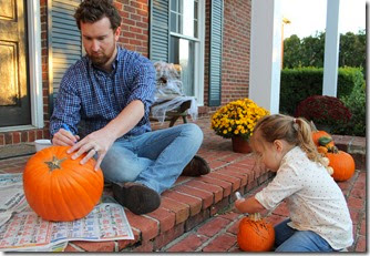 Zoey & Daddy carving pumpkin3