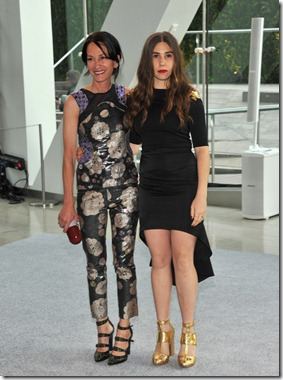Zosia Mamet (R) and Designer Cynthia Rowley