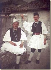 Uomini con vestiti tradizionali (foto: Luigi Pellerano).