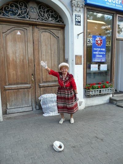 Рига, символ города - танцующая старушка