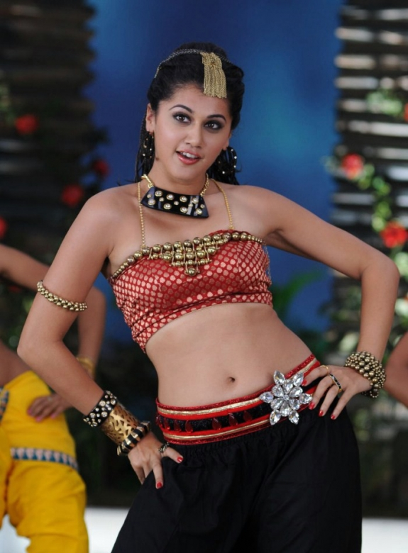 tapsee pannu hot figures