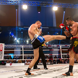 Attack hit by Flavian Savescu - Sports & Fitness Boxing