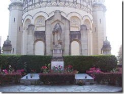 2012.07.26-028 tombes des Martin