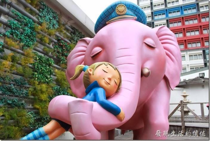 花蓮-翰品酒店。大象有多重?大象大象,我給你一個擁抱,偷偷告訴我,要怎麼樣一起玩蹺蹺板好嗎?