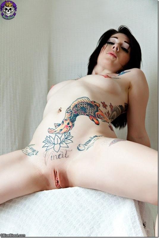 Gostosa tatuada