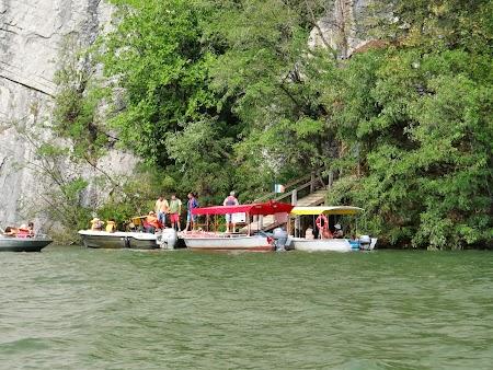 Croaziera pe Dunare: Debarcader Pestera Veterani