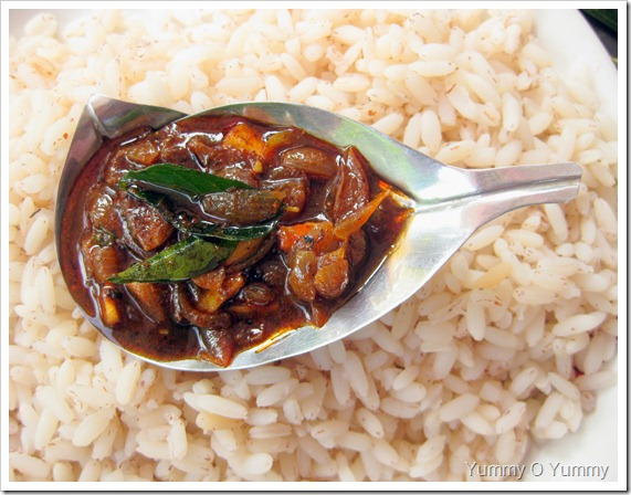 Pearl Onions in a Spicy Tamarind Sauce / Ulli Puli