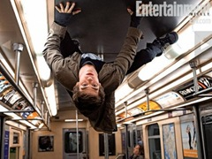Amazing-Spider-Man-Andrew-Garfield-Wall-Crawling-on-Train-400x300