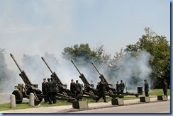 6109 Ottawa - Parliament Buildings - A Royal Canadian Artillery Unit fired a 21-gun salute to mark the birth of the royal baby