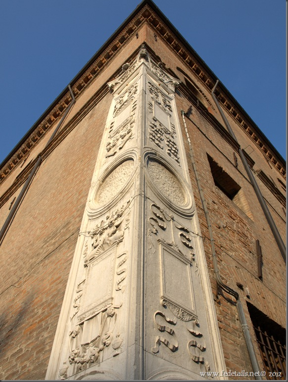 Palazzo Prosperi_Sacrati: angolo marmoreo, Ferrara, Italia - Prosperi Sacrati palace, Ferrara, Italy - Propiertes and Copyright by www.fedetails.net